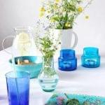 Aranżacja stołu z polnymi kwiatami